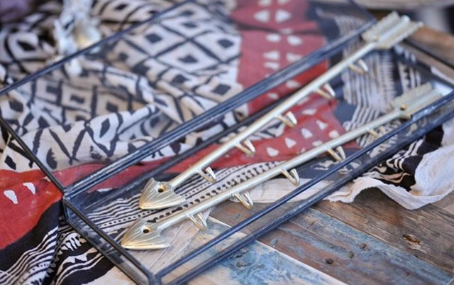 Arrow hanger in brass